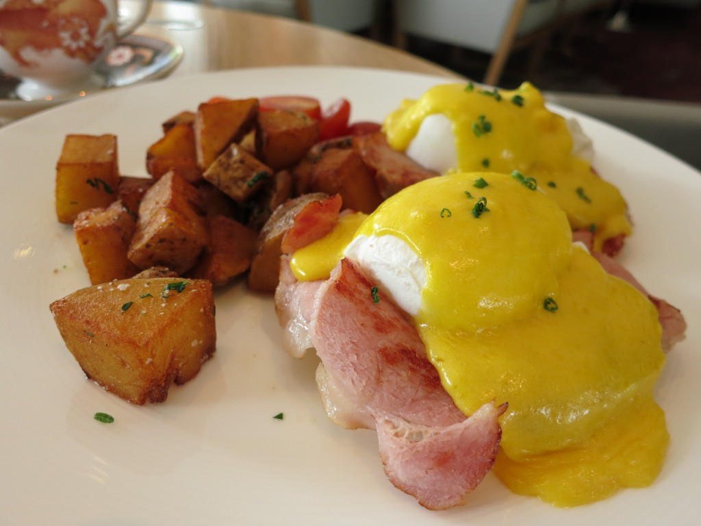 Classic Eggs Benedict Toasted English Muffin, Back Bacon, Poached Eggs, & Hollandaise Sauce