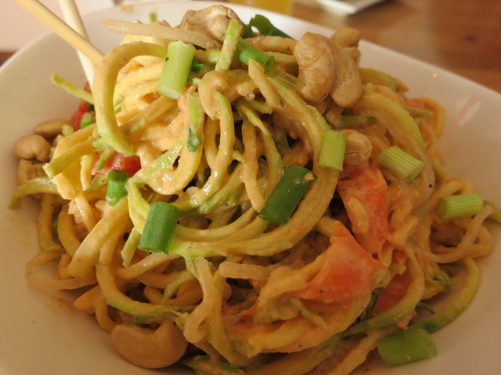Pad Thai Zucchini & kelp noodles, shredded romaine lettuce, carrots & bell peppers mixed in a tangy Thai sauce topped with green onions & crumbled cashews